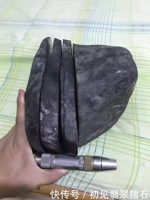 从缅甸花1000元淘的原石,意外切出7支飘花手镯,真是值了!