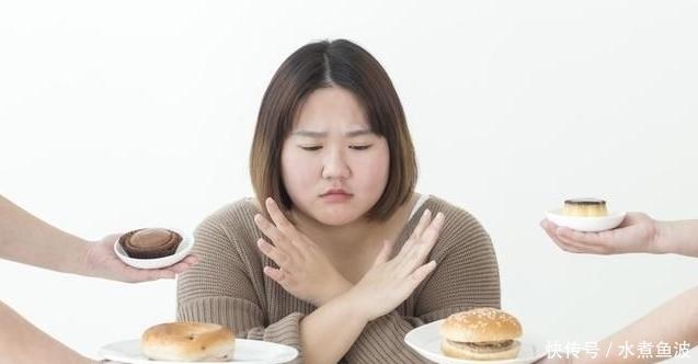 女子晚上不吃米饭常吃3种主食,1个月瘦10斤,早上准时去厕所