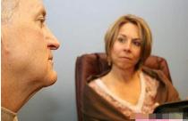 太疯狂!女子结婚35年丈夫竟是生父