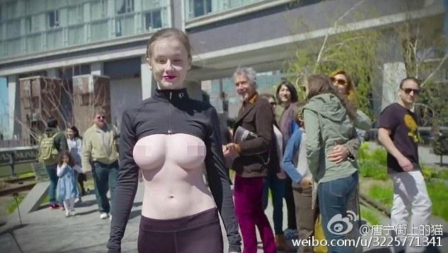 为争取性别平等自由 乌克兰名模艾米丽·布鲁姆(Emily Bloom)裸胸漫步街头