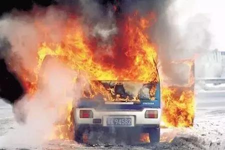 汽车自燃,一定不能用水灭火