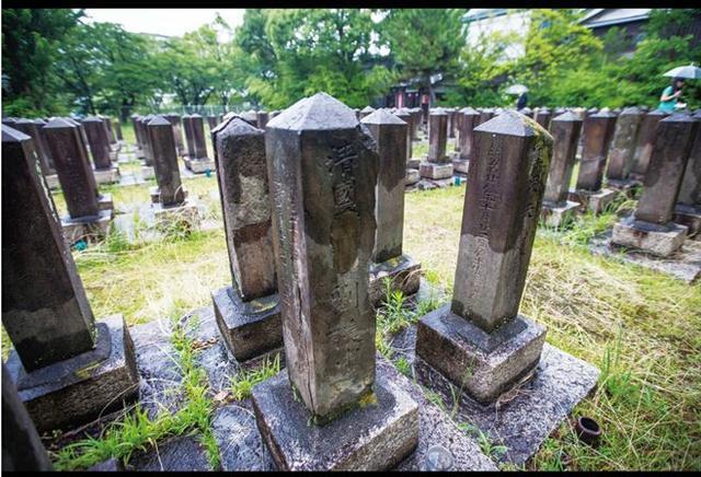日本埋葬10名中国军人 碑文满是侮辱无人问津 - 缘分