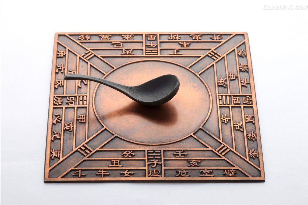 这次大展由国家文物局和中国科协联合主办,以丝绸、青铜、造纸印刷和瓷器四大文物为主展示了中国古代伟大发明创造,一经展出,就受到了极大的欢迎。 承担丝绸部分的主要策展人、中国丝绸博物馆副馆长赵丰回到了杭州。他向记者表示,原来的四大发明,已不能完全代表中国古代科技的最高水平。而这次展览,则是新四大发明的首次集体亮相。 据赵丰介绍,所谓新四大发明,是与舶来的四大发明而言的。约400年前,英国哲学家弗朗西斯培根指出,印刷术、火药、指南针这三种发明已经在世界范围内把事物的全部面貌和情况都改变了。 来华传教士、