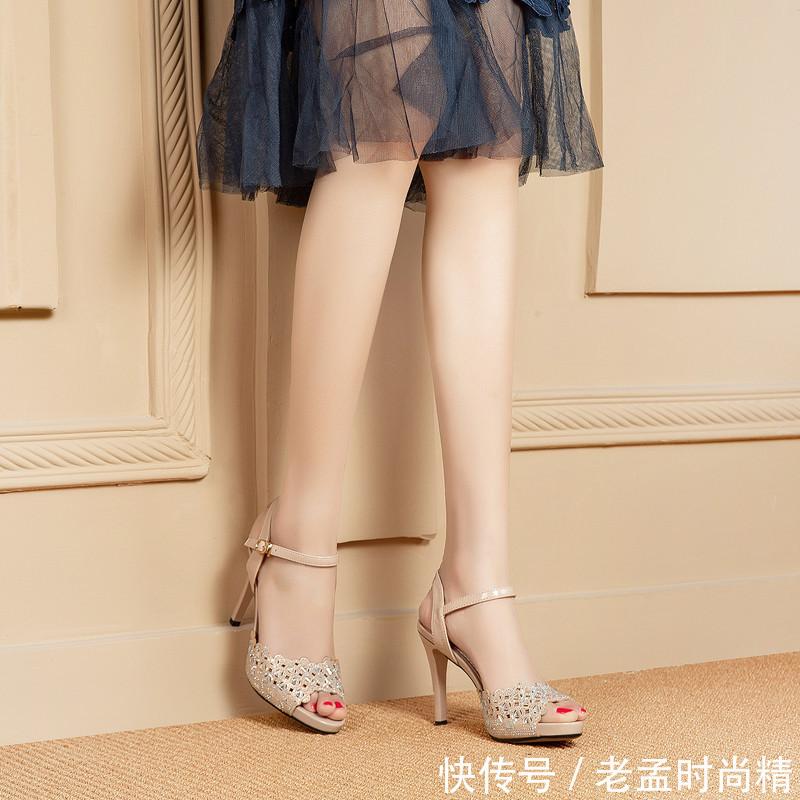 如果你是70后, 建议常穿这样的高跟鞋! 时尚款, 美嫩的不得了