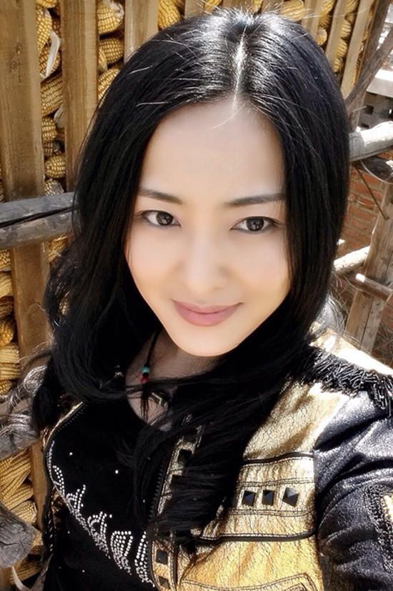 怎么捧都不红的赵本山最丑徒弟,却娶了貌美妻子,儿子颜值更逆天