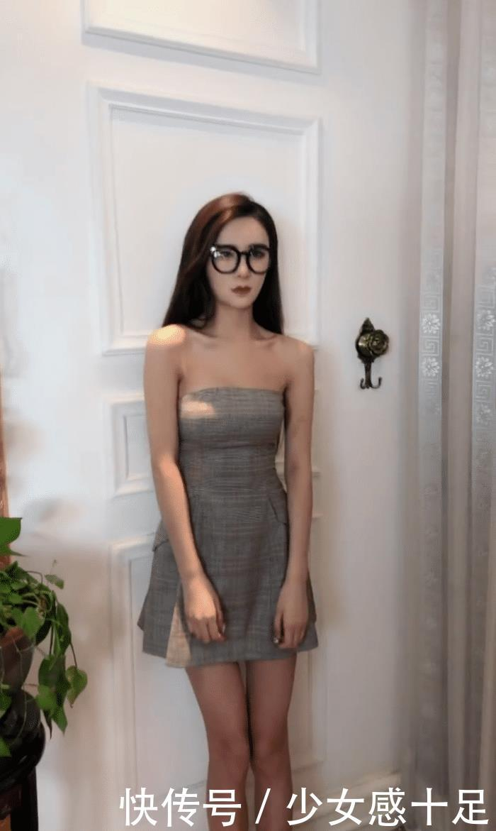 时尚摄影:美女穿上短裙,弯腰的那一刻,知性女神也能释放性感一