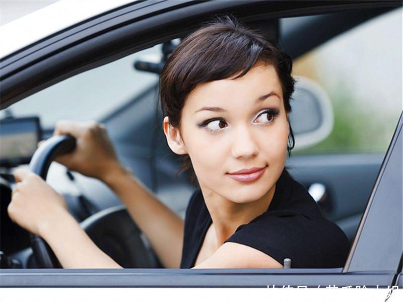 开车有4个习惯,发动机寿命减2年还有车主不以为意