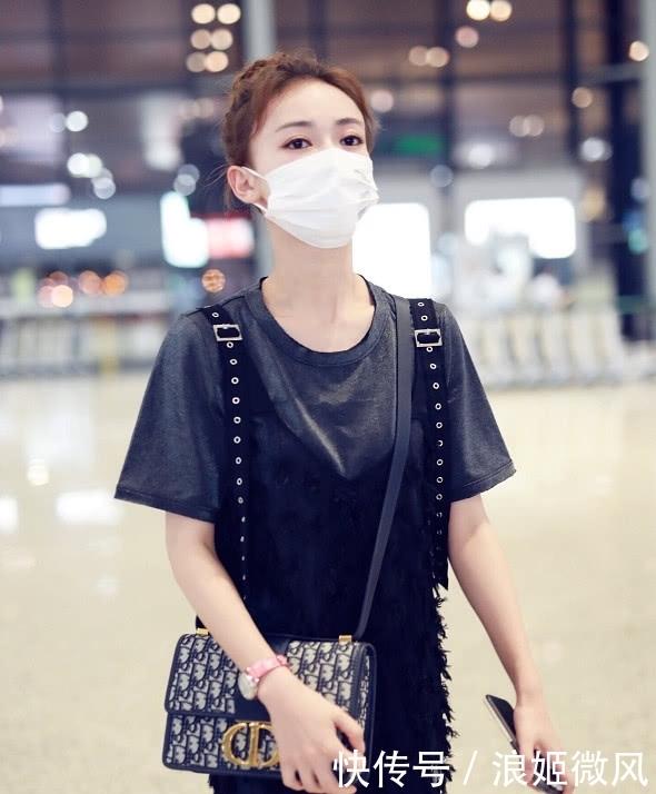 吴谨言身穿灰色T恤外搭黑色羽毛薄纱长裙 气质和魅力展现到极致插图(10)