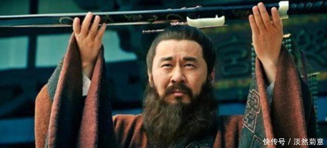 曹操临死前,为什么只杀杨修不杀司马懿?其中原因很简单