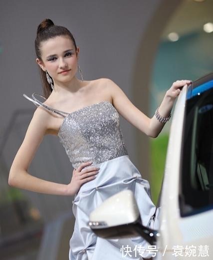 洋娃娃车模为现代站台,可爱气质很迷人,多看一眼都开心