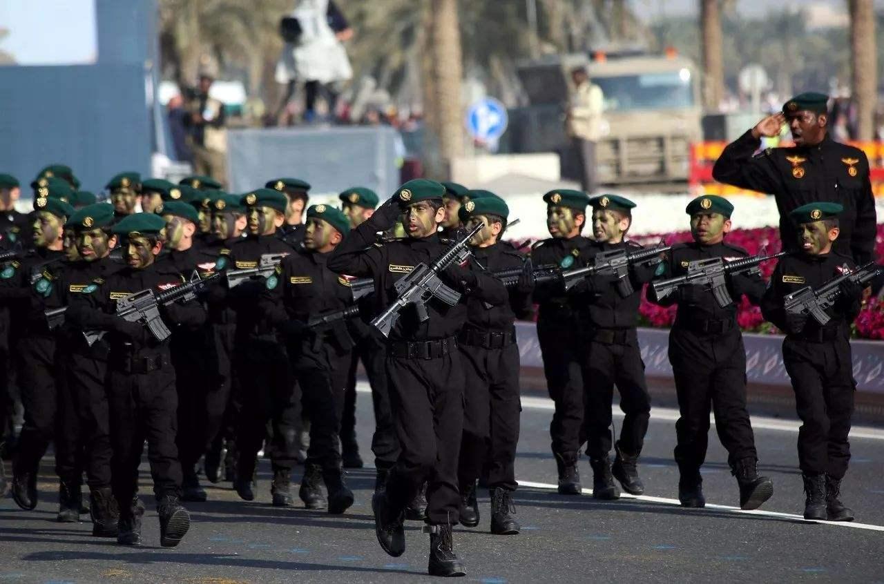 卡塔尔阅兵火了, 走中国式正步, 外国人: 中国阅兵是世界独一无二