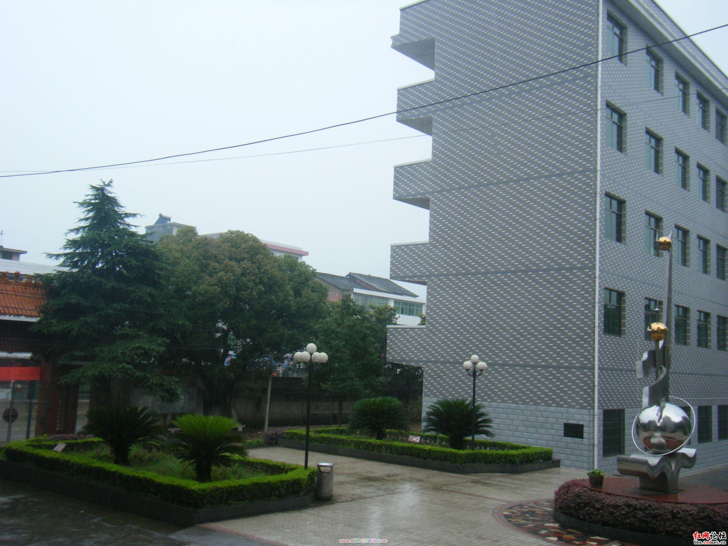 原名凤凰山,南岳七十二峰之一,位于衡南,衡阳,祁东三县交界处,海拔570