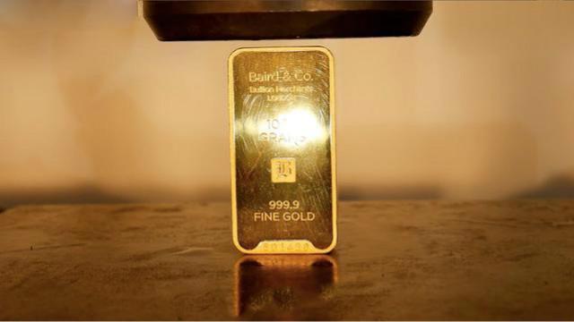 用液压机,碾压 1 公斤黄金:价值 26 万