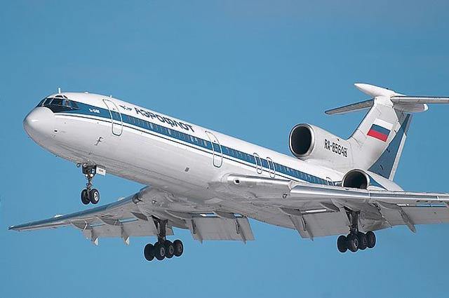 图-154飞机是一种三引擎的中程客机,由前苏联图波列夫设计局研发,当年声称与美国波音727客机及欧制三叉戟客机并驾齐驱。图-154系列客机载客量介乎167人至180人。至今共有超过900架图-154型机出厂,当前有大约250架仍然服役。据悉,这种飞机中国已全面停用,但仍是俄罗斯、前苏联加盟国、东欧地区及伊朗的主要民航交通工具,俄罗斯一半的旅客每天乘搭这款飞机来往内陆各地。 其实在6天前,也就是12月19日,一架载有39人的俄罗斯伊尔-18飞机在俄罗斯远东萨哈(雅库特)共和国失事。39人中有7人为机组人员