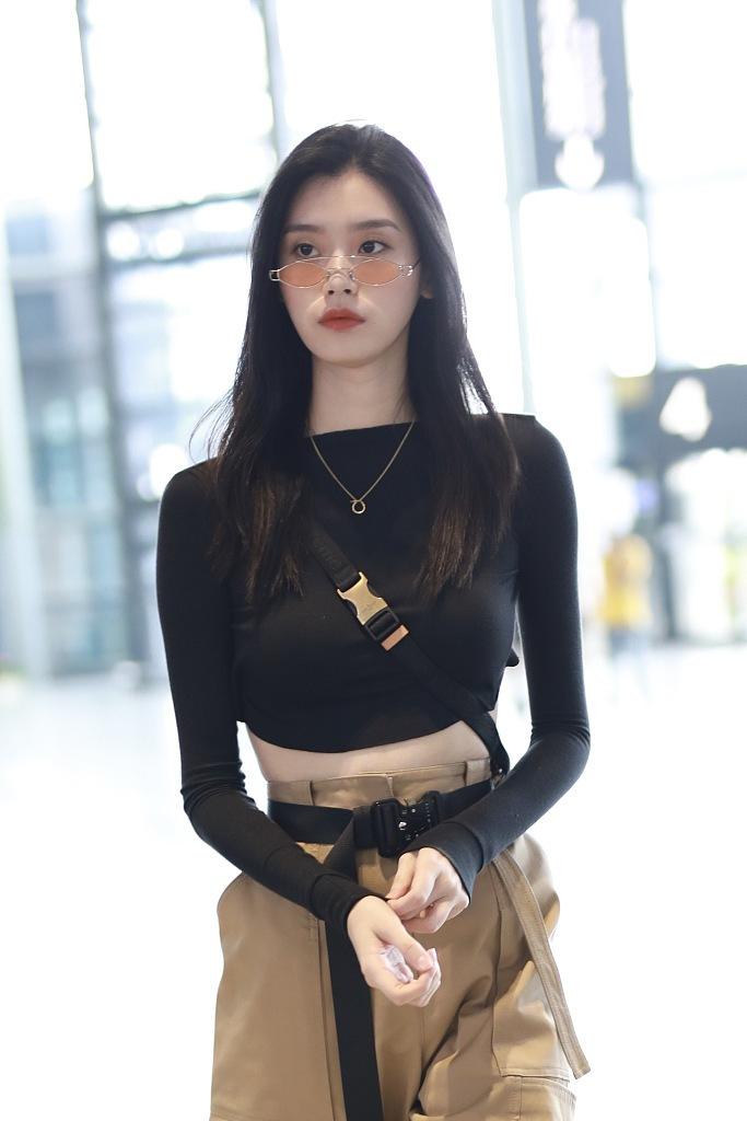 奚梦瑶性感后背贾青性感演员高清大图大露造型特工酷帅似女机场图片