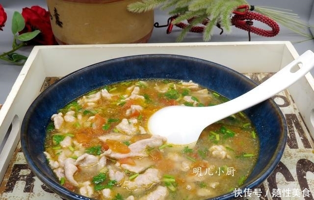 三伏天多喝此汤,滴油不放10分钟出锅,汤酸爽肉鲜嫩,天天吃不腻