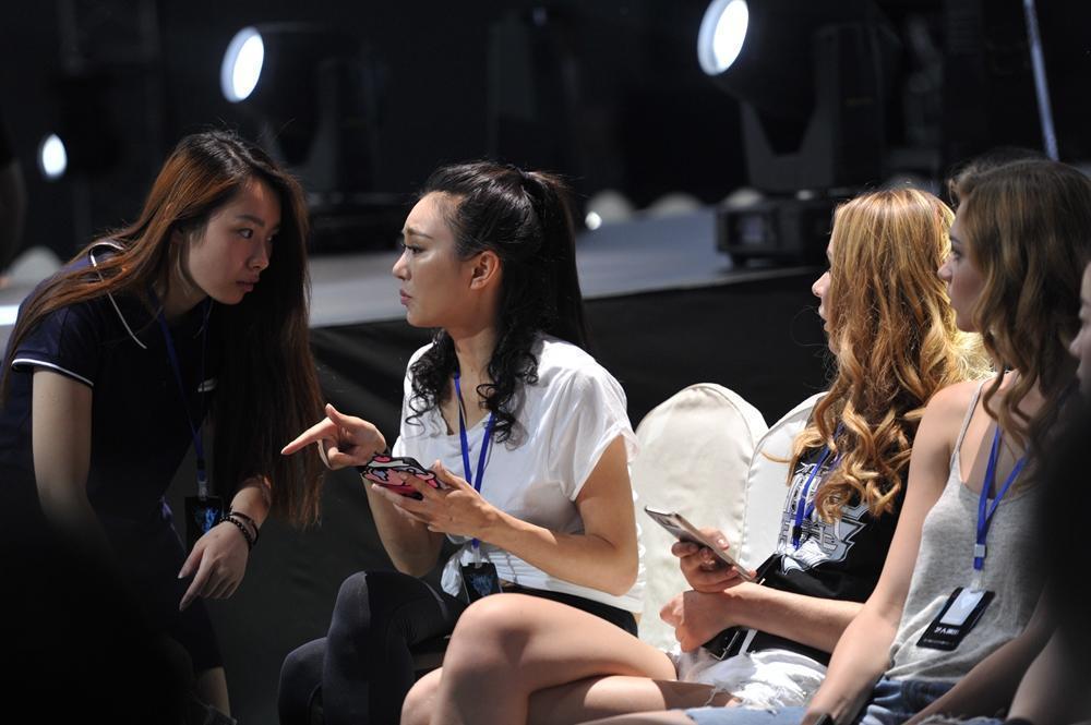 80后女孩从职业模特变拳击赛举牌宝贝 - 周公乐 - xinhua8848 的博客