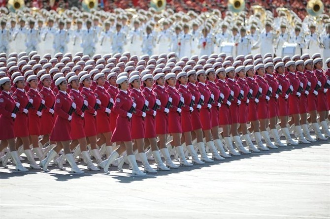 2009年国庆阅兵 女民兵方队领队张晓菲,赵娜,北京某大学应届毕业生.