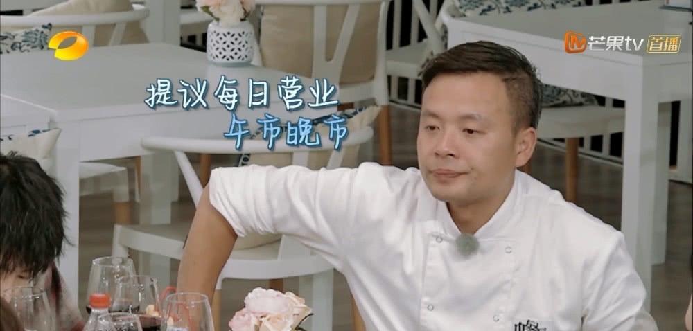 王俊凯杨紫同喝一杯奶茶,杨紫躲吧台补妆,秦海璐是店长最佳人选