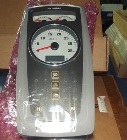 现代60-7挖掘机仪表盘上的第一个指示灯表示什么