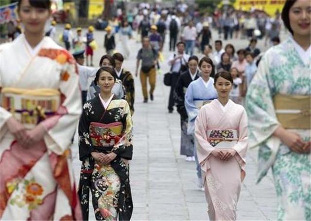 为什么日本人回家,进门都要先说:我回来了?日本学者说出了原因