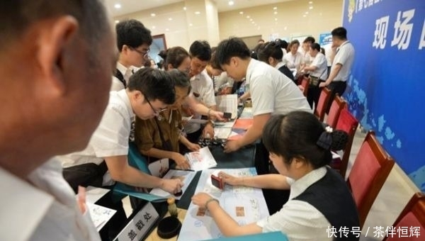 军运会纪念邮票全国首发式在武汉举行