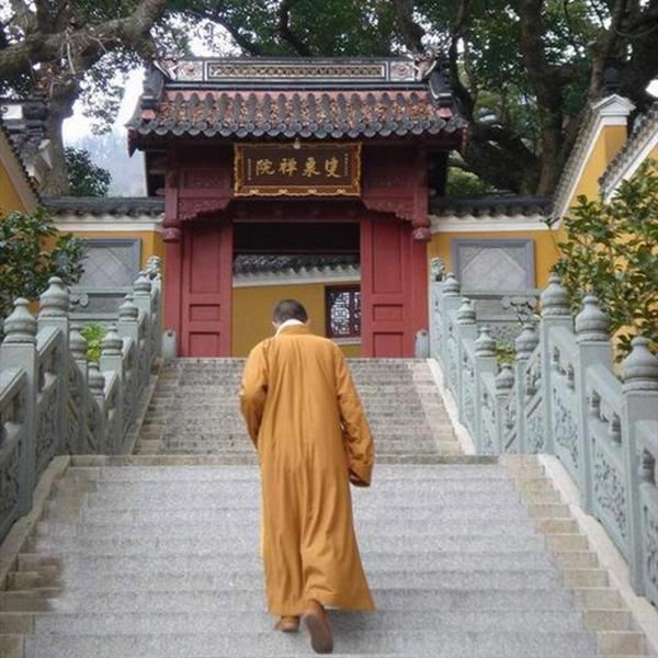 """中国最""""牛""""寺庙,和尚拿高学历出家,网友:对得起父母吗?"""