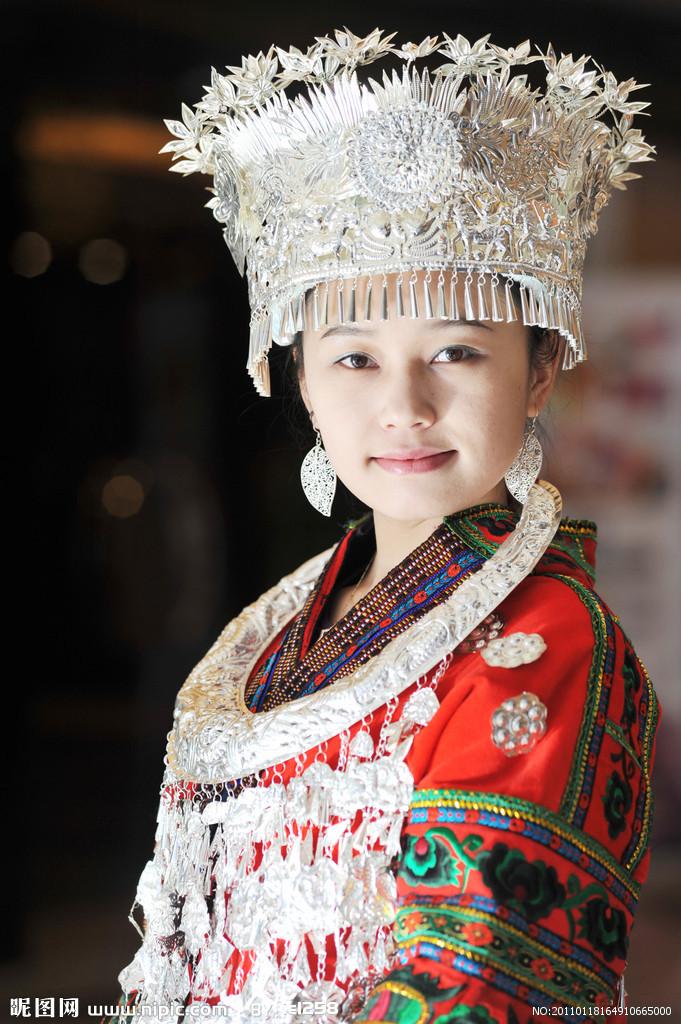 苗族人民善于歌舞,歌舞形式丰富多彩,苗族舞蹈,鼓舞,芦笙舞令人叹为
