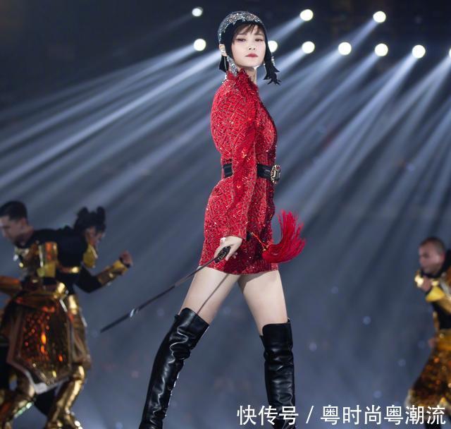 超级女生终于变性感了,皮衣模特搭配过膝靴又极品美女内衣秀红色性感亚洲图片