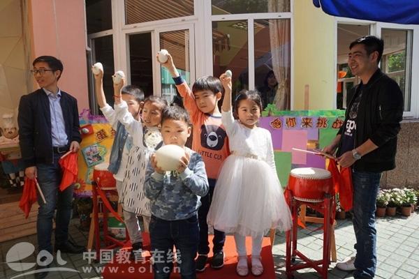 5月5日上午,杭州市星辰幼儿园施家桥园区的操场上战鼓雷动,每一位小