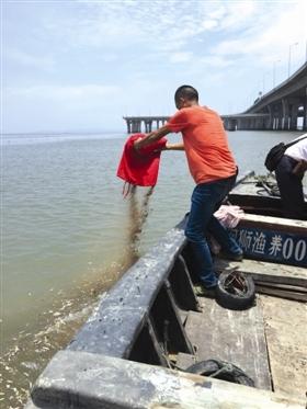 石狮奈厝前村举行集体海葬 为项目攻坚让路