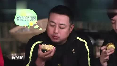 跟刘国梁一起吃烤串喝东西,彭昱畅激动地腿直抖!
